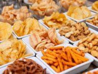 6 Contoh-Usaha-Makanan-Ringan-Dengan-Modal-Kecil-kacang-atom-tela-tela-keripik-singkong-stik-keripik tempe-popcorn-aneka-cemilan